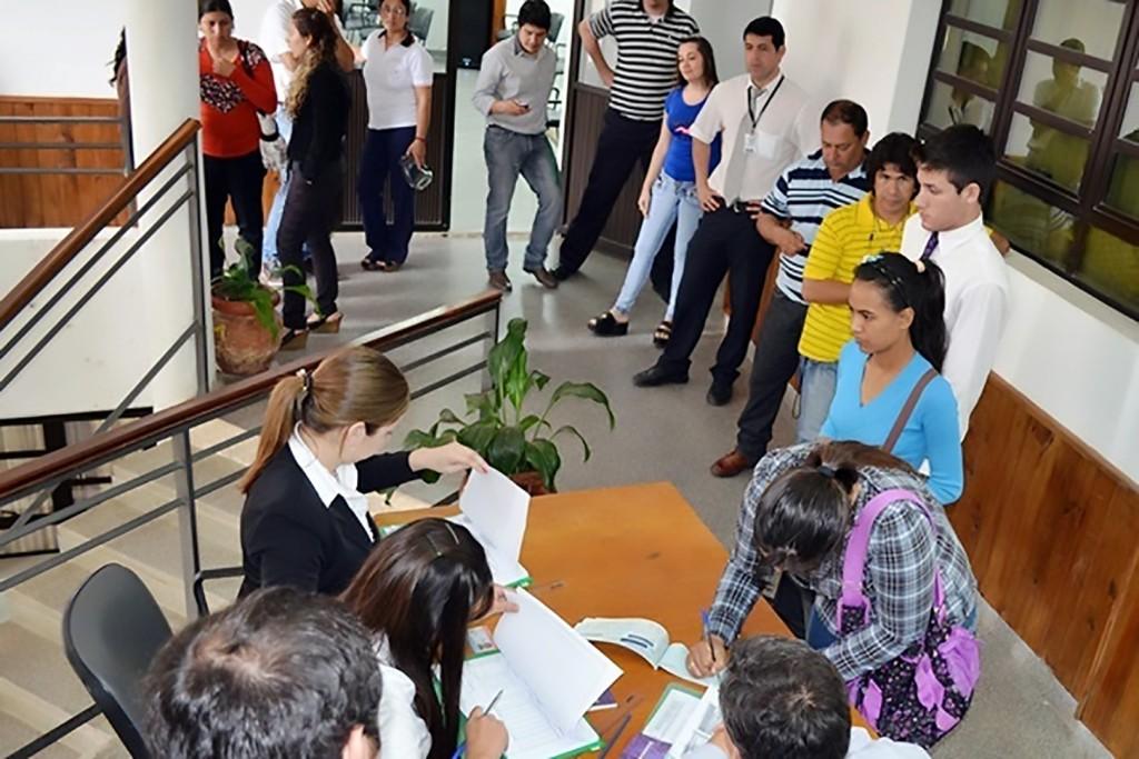Foto de Archivo: Entrega de Becas en la Facultad de Derecho, Ciencias Políticas y Sociales