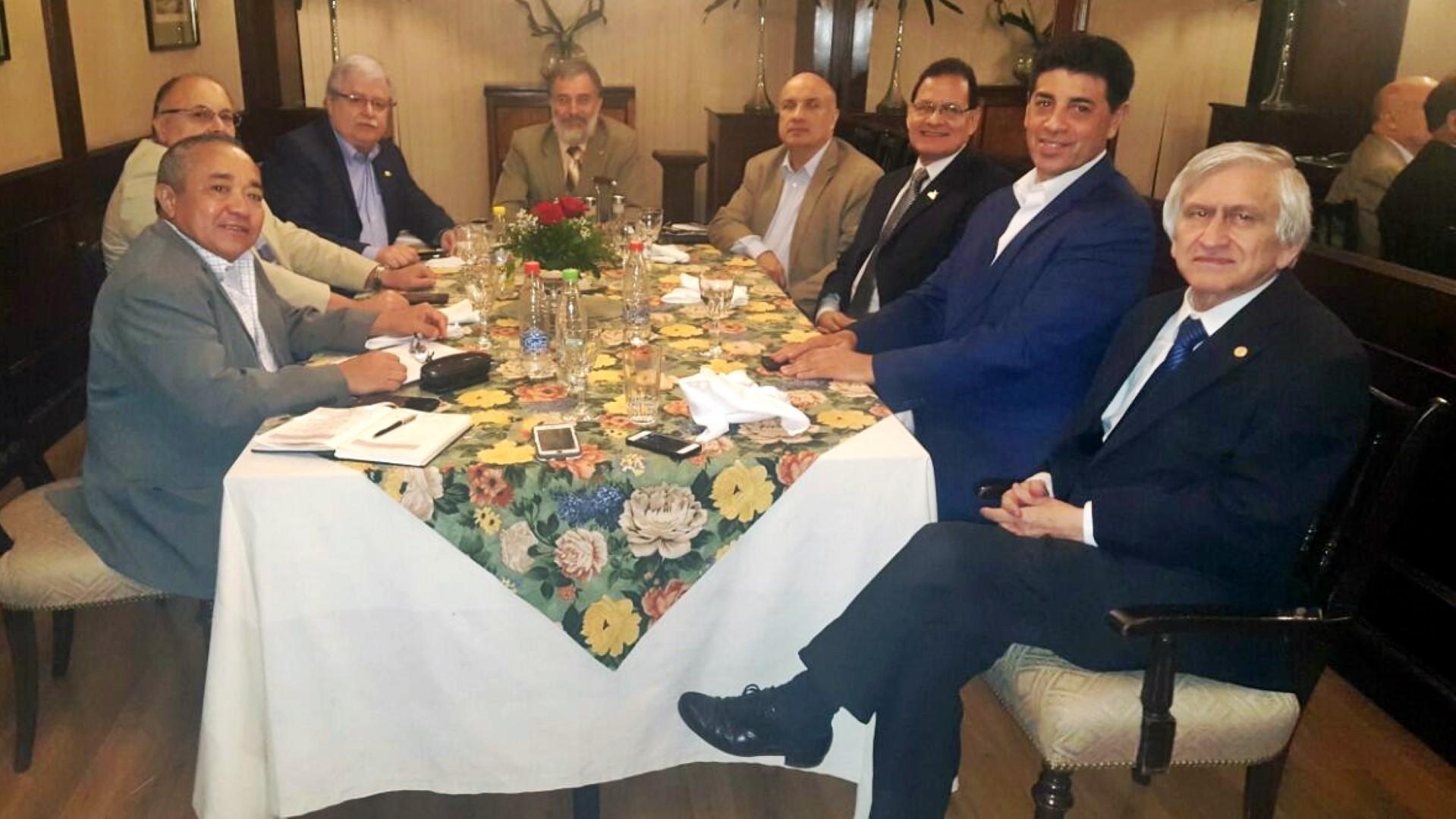 Dr. Víctor Ríos, participó de la reunión de la Asociación de Universidades  Públicas del Paraguay. En el encuentro, que se realizó ...